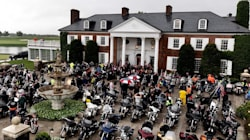 Trump reçoit des dizaines de motards venus lui demander