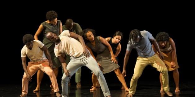 """Salia Sanou, de Burquina Faso, compôs a coreografia """"Do Desejo de Horizontes"""" a partir de oficinas realizadas em campos de refugiados na África."""