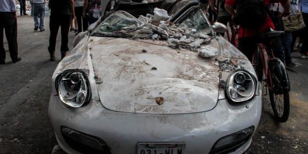 Cientos de autos terminaron siendo pérdida total a causa las afectaciones por derrumbes. 19-09-2017.