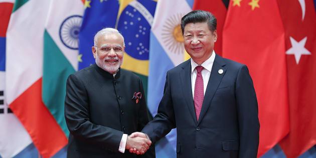 El presidente chino, Xi Jinping, con el primer ministro indio, Narendra Modi, en una imagen de 2016.