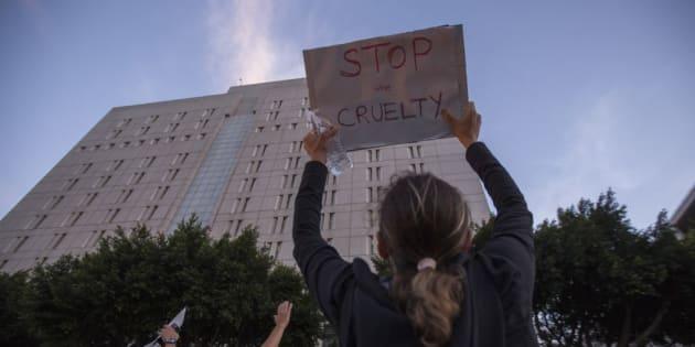 Los Ángeles, California, manifestantes en contra de la separación de los niños inmigrantes de sus familias