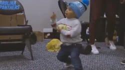Le bébé de ce footballeur américain danse beaucoup mieux que