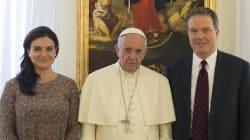 Dimiten los portavoces del papa, la española Paloma García Ovejero y el estadounidense Greg