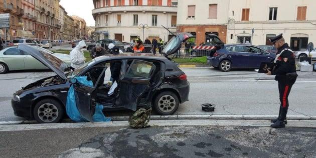 """""""Mein Kampf"""" retrouvé chez Luca Traini, l'auteur d'une fusillade raciste en Italie (Photo: la voiture du suspect après sa fusillade, le 3 février 2018, à Macerata)"""