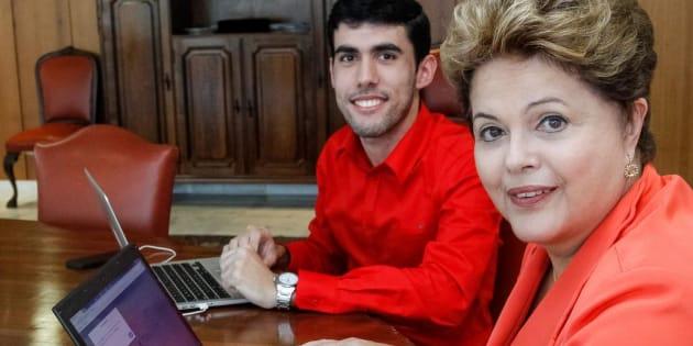 Jefferson Moreiro, criador da personagem Dilma Bolada, com a ex-presidente Dilma Rousseff.