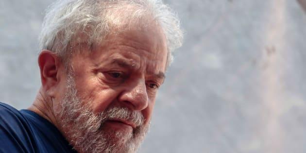 Lula da Silva fue acusado por aceptar sobornos por un valor de un millón de reales (5.1 millones de pesos) a cambio de favorecer a las constructoras OAS y Odebrecht con contratos en Petrobras.