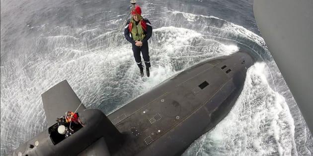 Macron desciende a un submarino nuclear en un ejercicio de simulacro