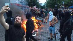 Il selfie del Black Bloc hipster con l'iphone durante gli scontri del G20 potrebbe essere fake. Ma c'è già un'altra foto