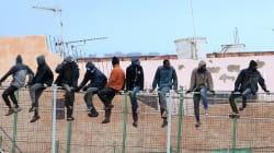 España entrega a Marruecos a 55 de los 209 inmigrantes que saltaron la valla de
