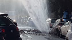 Si rompe la tubatura d'acqua, geyser di 10 metri a