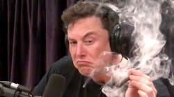 Elon Musk se fuma un porro de marihuana durante un programa de
