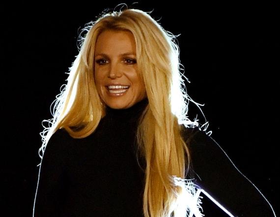 Britney Spears officially announces Vegas return