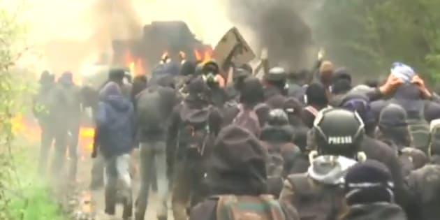 Des zadistes et un gendarme blessés à NDDL, un blindé en feu et des tirs de fusée vers un hélicoptère