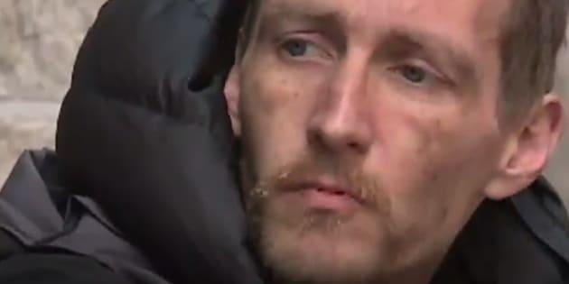 Steve, l'un des eux sans-abri venu en aide aux victimes.