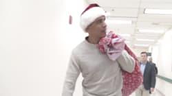 Obama se veste de Papai Noel, visita hospital; e a fé no espírito natalino é