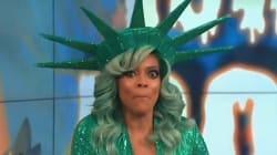 Déguisée en Statue de la Liberté, cette animatrice s'évanouit en direct à la