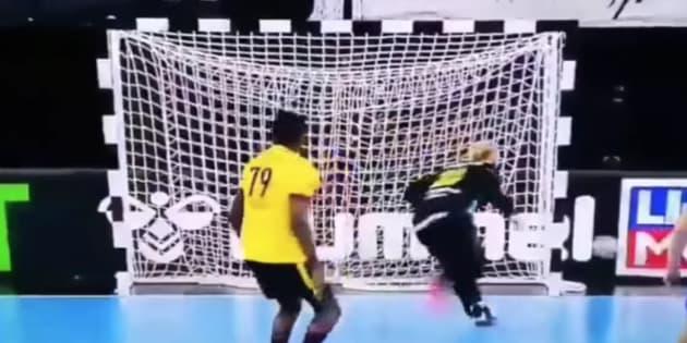 El gol de Angola, uno de los tantos del año.