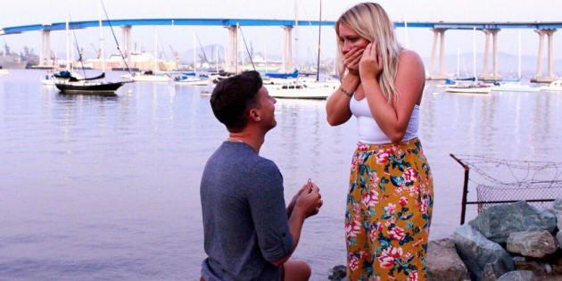 Chuck Dohrmann faisant sa demande en mariage à Madison O'Neill.