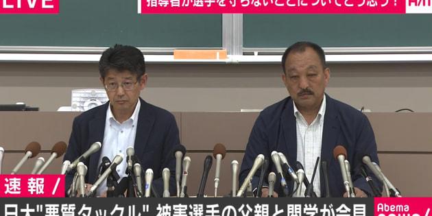 会見に臨む鳥内秀晃監督(右)と小野宏ディレクター