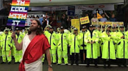 'Jesús' se enfrentó con los opositores a la marcha del orgullo en