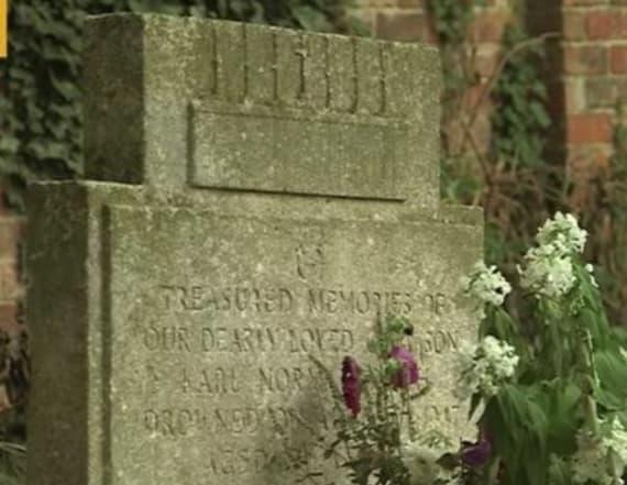 Stranger left flowers at boy's grave for decades