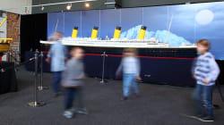 Due fratellini di 10 e 12 anni saltano sul Titanic di Lego lungo 7 metri in mostra a Roma e lo