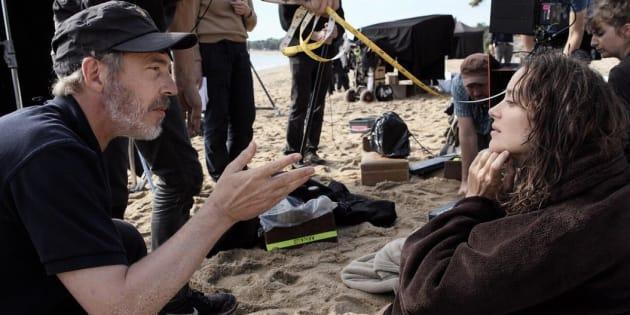 """Arnaud Desplechin dirige Marion Cotillard sur le tournage des """"Fantômes d'Ismaël""""."""
