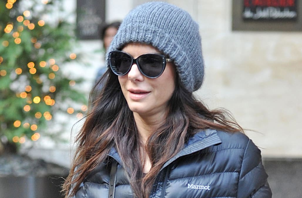 Sandra Bullock just wore the easiest rainy-day outfit - AOL