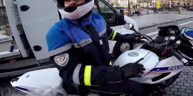 Ce youtubeur d guis en p re no l sur sa moto a permis l for Bureau youtubeur