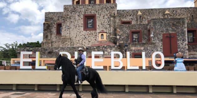 Jaime Rodríguez Calderón, candidato independiente a la presidencia, encabezó una cabalgata por las calles del Santuario El Pueblito, Querétaro.