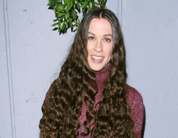 Alanis Morissette debuts bleach-blonde hair