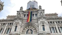 La bandera arcoíris ya cubre el Ayuntamiento de