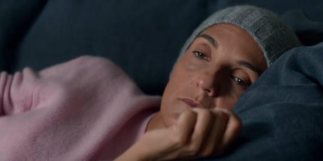 """Florence Foresti bouleversante en survivante d'un cancer dans la bande-annonce de """"De plus belle"""""""