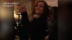 Si vous voulez faire danser Isabelle Huppert comme une folle, il y a UNE