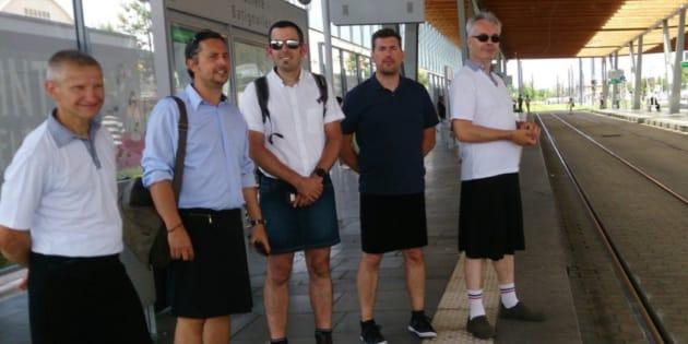 Franceses foram proibidos de usar shorts no trabalho e resolveram vestir saias.