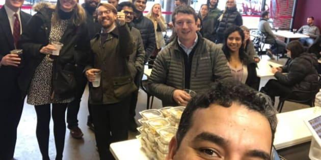 El restaurante Yassin's Falafel House presume en sus redes sociales a los donantes que les permiten seguir regalando comidas
