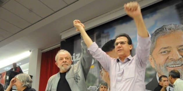 Ao lado de Lula, Luiz Marinho é aclamado pré-candidato ao governo de São Paulo pelo PT.