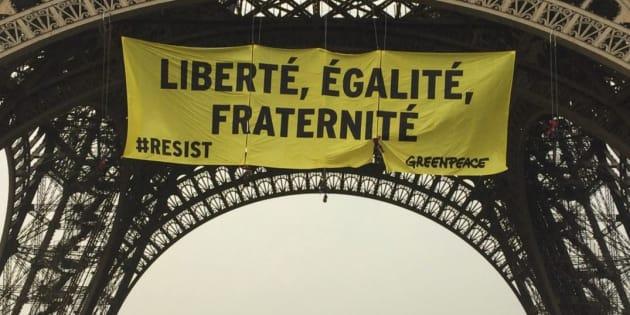 Greenpeace déploie une banderole anti-FN sur la tour Eiffel — Présidentielle française