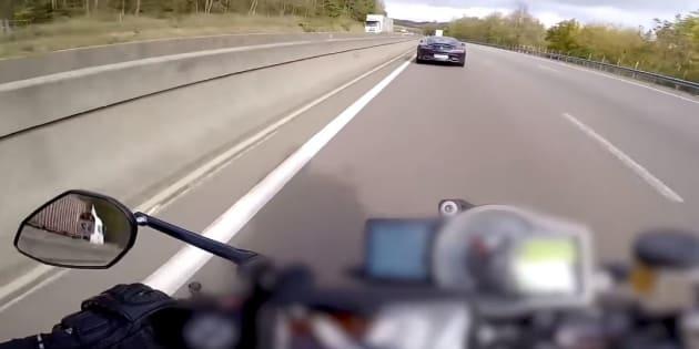 Benjamin (alias Para13) s'est filmé sur sa moto à 300km/h sur l'autoroute A7.
