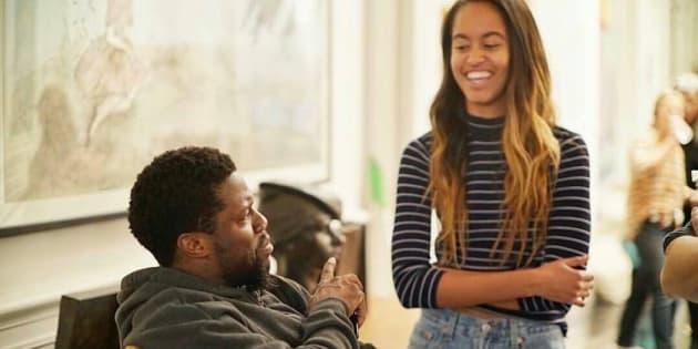 """Malia Obama et Kevin Hart sur le plateau du remake américain de """"Intouchables""""."""
