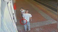 Segue minorenne sul treno, la minaccia con una finta pistola e la