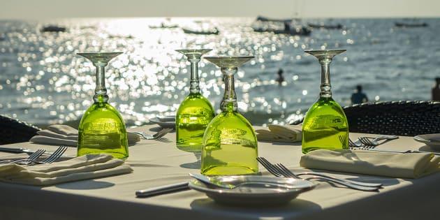 Dîner sur la plage au restaurant La Palapa de Puerto Vallarta.