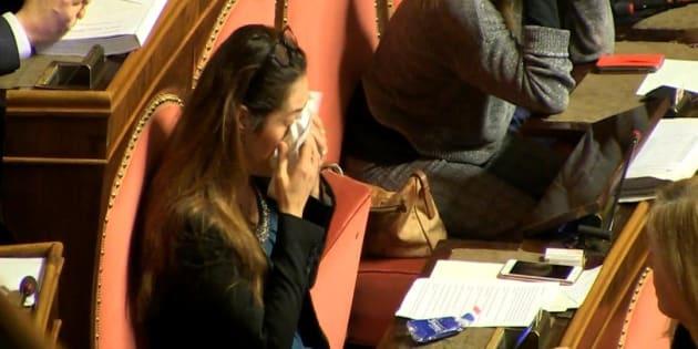 Un fermo immagine di un video Ansa mostra la senatrice M5s, Paola Taverna, mentre si commuove dopo l'esito del voto sul biotestamento al Senato, Roma, 14 dicembre 2017.  ANSA