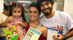Celebridades levam livros para a votação e encampam 'Livros Sim, Armas