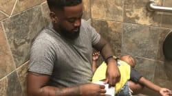 Por qué esta foto de un padre debería cambiar los baños públicos para