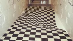 廊下を走れなくなる床がつくられた!?