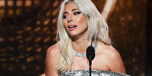 """L'émotion de Lady Gaga après son Grammy Award remporté pour """"Shallow"""" dans la catégorie """"meilleur duo pop""""."""