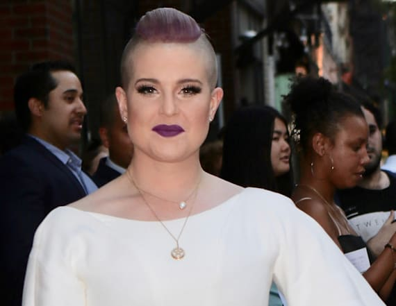 Kelly Osbourne shows off backside
