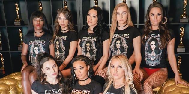 Rangée du haut : Ana Foxxx, Riley Reid, Vicki Chase, Kendra Sunderland et Tori Black. Rangée du bas: Lana Rhodes, Harley Dean et Nikki Benz.