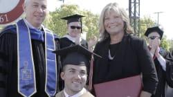 Elle aide son fils tétraplégique pendant ses études... et obtient aussi son